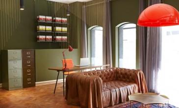Woonkamer met vintage meubels