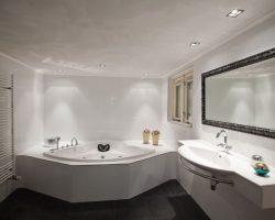 Creëer sfeer met badkamerverlichting