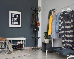 5 creative manieren om het ophangen van je kleding beter te organiseren