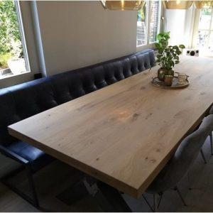 Een prachtige eiken tafel van de vakman!