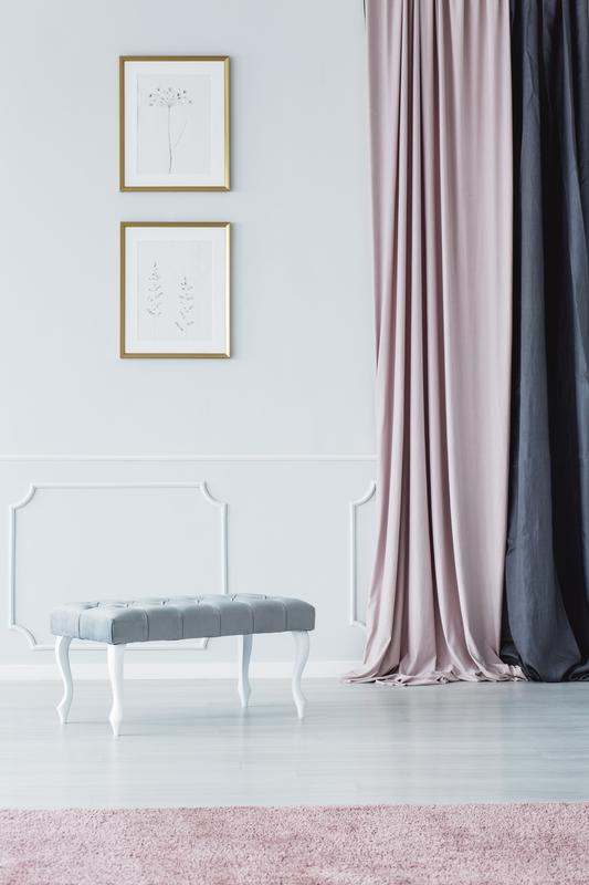 Grote meubels en lange accessoires