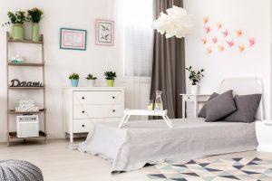 Welke raamdecoratie is het meest geschikt voor je slaapkamer?