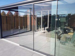 Wil je meer licht in huis en langer van je tuin genieten? Een glazen schuifwand biedt uitkomst!