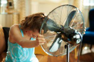 10 low-budget manieren om je huis te verkoelen tijdens een hittegolf