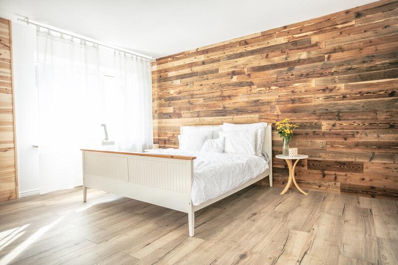 houten details in de slaapkamer