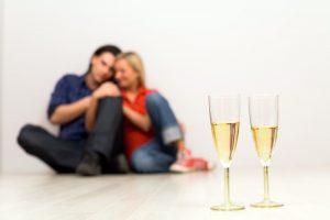 Bij een succesvolle verhuizing naar een nieuwe woning hoort een toast