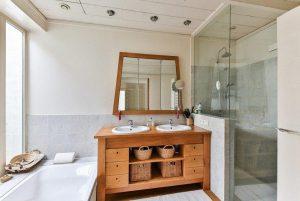 Zo creëer je een natuurlijke en warme sfeer in je badkamer: 4 tips