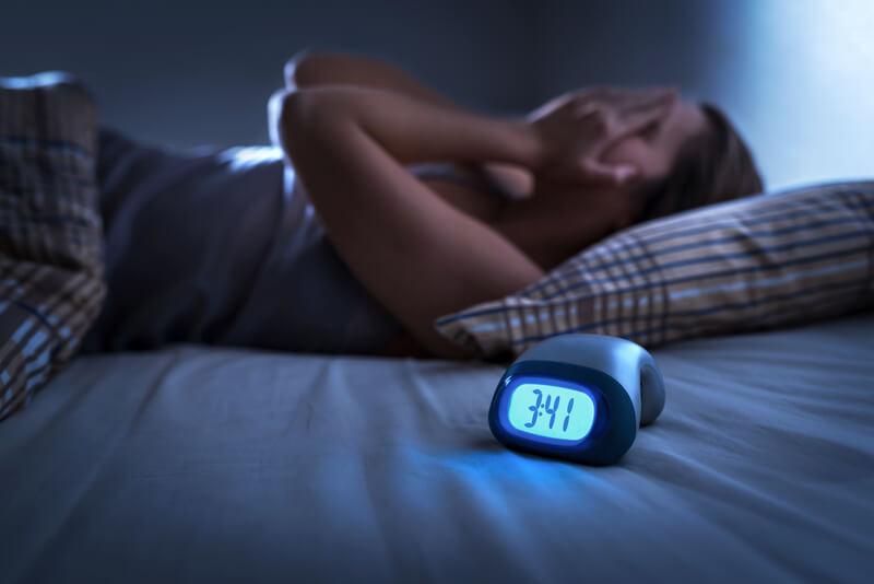 manieren om de slaapkamer donkerder te maken