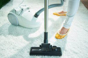 Hoogpolig vloerkleed schoonmaken: zo doe je dat!